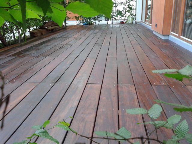 Dřevěná terasa z Walaby
