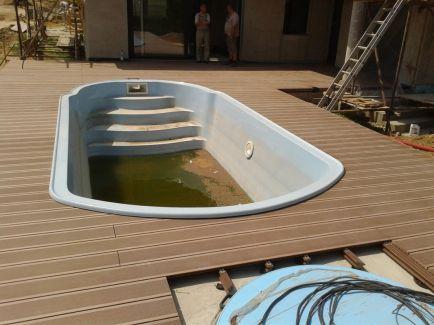 Rekonstrukce terasy u bazénu