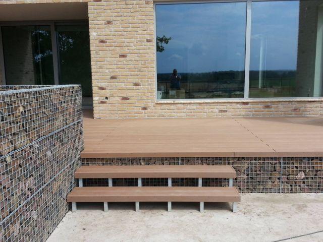 Terasa dřevoplastová u bazénu