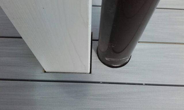 Terasa s atypickým schodištěm z dřevoplastových prken