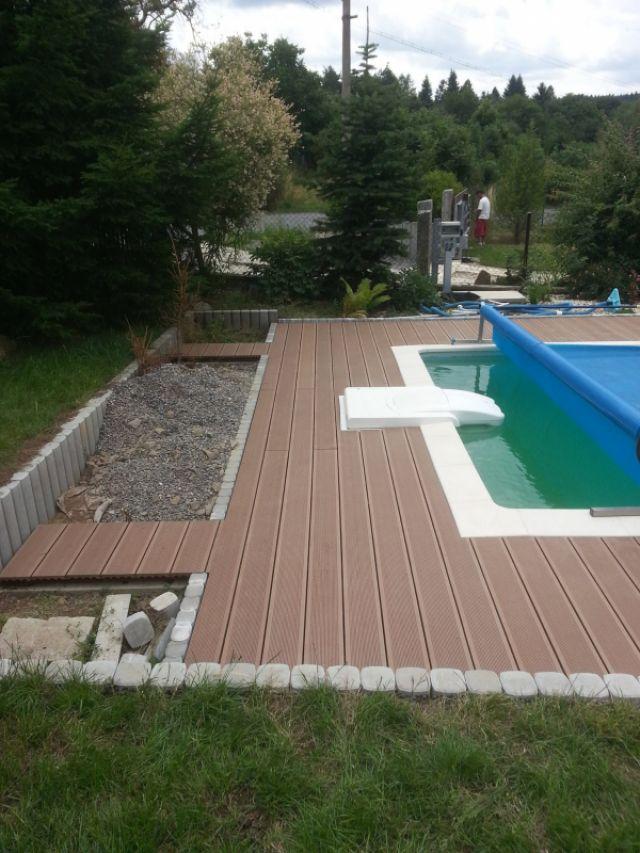 Terasa z dřevoplastu kolem bazénu