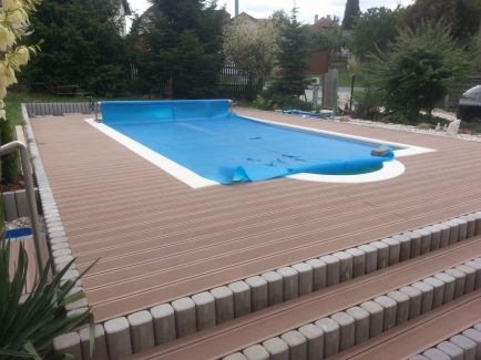 Terasa kolem bazénu