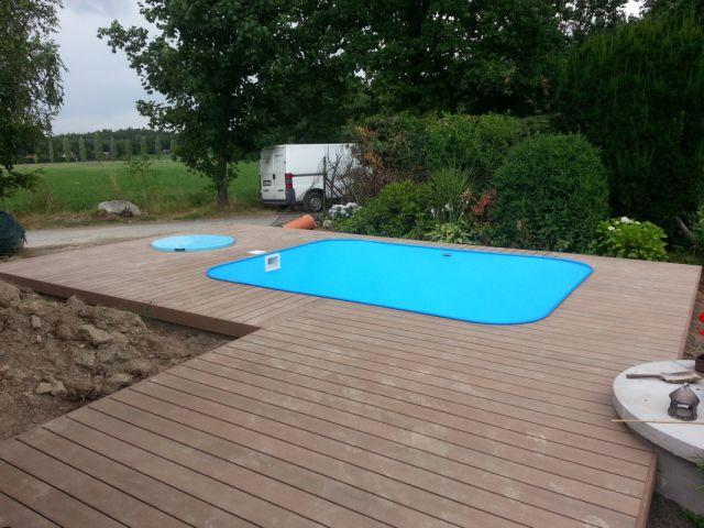 Terasa z WPC kolem plastového bazénu