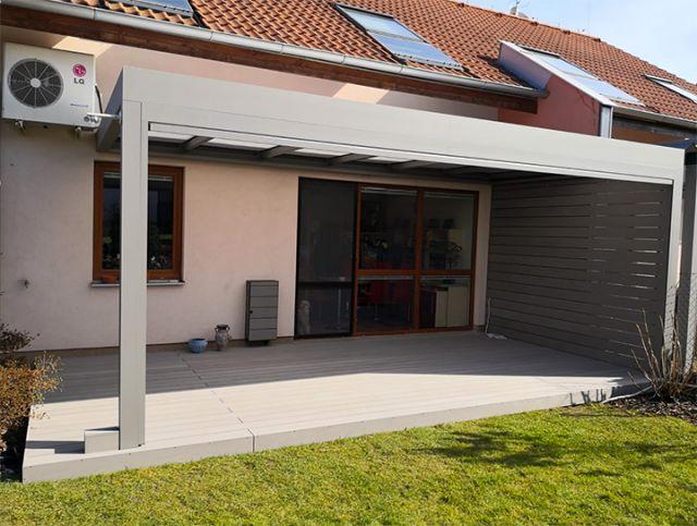 WPC terasa světle šedá s zástěnou BambooGard Bi COLOR