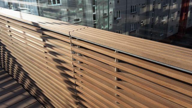Zábradlí z dřevoplastových terasových prken