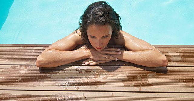 Co dát kolem bazénu?